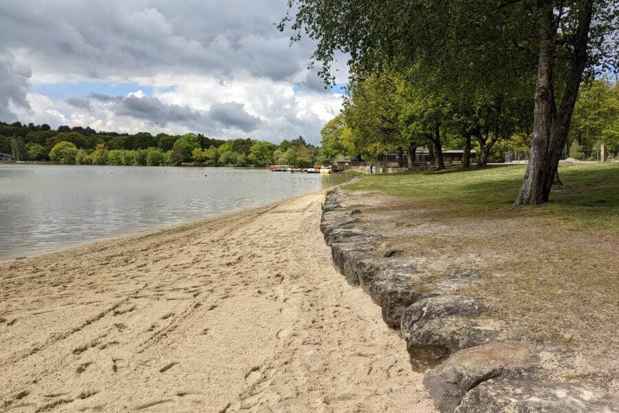 La plage de Coco beach au Lac de Sillé-Guillaume